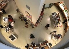Solomon R. #Guggenheim #Museum  #Manhattan , #NewYorkCity (Σταύρος) Tags: fifthavenue 5thavenue uppereastside thirdfloor 3rdfloor lookingdown circular angle design architecture franklloydwright newyorkcity guggenheim museum manhattan newyork ny nyc bigapple thebigapple sculpture art iminyuziyamu amgueddfa museo музей museu 박물관 博物館 músaem halehōʻikeʻike μουσείο musée muzej թանգարան متحف