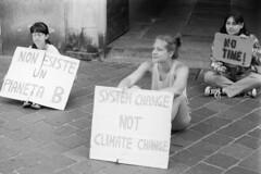 Fridays for Future, Juli 2019 (sirio174 (anche su Lomography)) Tags: zorki4 ilfordfp4 como italia italy centrostorico municipio protesta manifestazionepubblica clima sciopero scioperoperilclima climate strike climatestrike fridaysforfuture luglio july