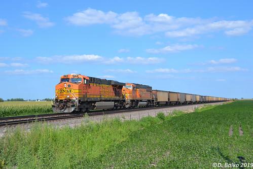 BNSF 5736 GE ES44AC - a photo on Flickriver