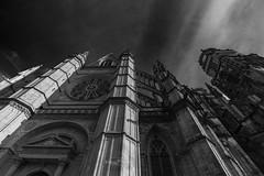 Regarder vers le haut (Jacques Isner) Tags: cathédrale cathédralesaintecroixdorléans architecture ciel cloud architecturereligieuse pentax pentaxart pentaxflickraward pentaxk1 samyang14mm samyang flickrunitedaward jacquesisner orléans