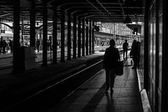 underpass / dark lady (Özgür Gürgey) Tags: 2019 24120mm bw d750 hamburg hauptbahnhof nikon architecture diagonal lines repetition silhouettes underpass