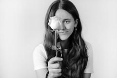Me encanta que mires y sonrías sin ninguna explicación. (@merchelas) Tags: portrait bn bnw retrato rosa flores daira monocromo
