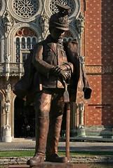 K.u.k. Ulan, auf Säbel gestützt (Wolfgang Bazer) Tags: kuk ulan imperial royal uhlan 191415 heeresgeschichtliches museum militay history viennas arsenal wiener wien arthur kaan bronze bronzeskulptur skulptur sculpture österreich austria