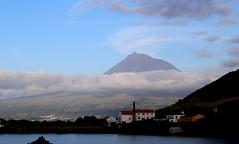 Pico visto dall'isola di Faial - Mount Pico seen from Faial island (Raffa2112) Tags: azzorre azores isoladifaial vulcano pico volcano nuvole clouds canoneos750d raffa2112