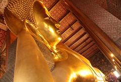 Buddha Relaxes (peterkelly) Tags: digital asia southeastasia gadventures indochinaencompassed thailand bangkok watpho recliningbuddha sihasaiyas head arm gold statue leaning canon 6d