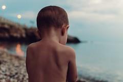 Prime luci della sera (g haiku) Tags: kid bluehour orablu sea seascape evening september light nikon child summer wild