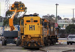 H1 T371 and Y152 are stabled in the Melbourne Freight Terminal siding (bukk05) Tags: explore h1 export tclass 2019 yclass y152 hclass t371 g6b g8b g18b emd8645e emd8567cr emd6645e winter station canon photography hp flickr diesel zoom loco australia melbourne victoria locomotive sg freight vr pn horsepower mft vline artc pacificnational cityofmelbourne standardgauge victorianrailways dynon canon60d victorianrailway southdynon melbournefreightterminal railroad train photo tracks engine rail railway trains railwaystation tamron railwaystations emd railpage electromotivediesel tamron16300