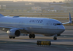 United B737-824 (N87512) - LAX (jebzphoto) Tags: airlines airline airliner airliners airplane airplanes aviation aircraft plane planes planespotting flight los angeles international airport airports klax lax commercial united boeing 737