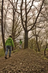Niños (Carlos P R) Tags: arbol bosque campo gente libropost niños nomodificado paisajes plantas