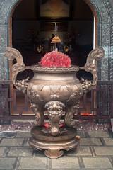 Quemador de incienso (rraass70) Tags: canon d700 monumentos ninbinh deltadelriorojo vietnam