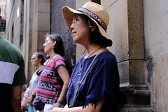 Happy Wait (Bury Gardener) Tags: barcelona spain catalonia europe 2019 streetphotography street streetcandids snaps strangers candid candids people peoplewatching folks fuji fujixt3 fujifilm