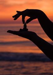 Jak się nie da, jak się da? // how can this not be if it can be done? (stempel*) Tags: polska poland polen polonia gambezia pentax k30 silhouette stone hand ręce dłonie piramida pyramid evening wieczór morze baltic sea ostsee