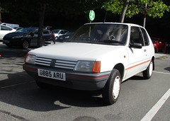 1989 Peugeot 205 Look (occama) Tags: g885aru 1989 peugeot 205 look old white french car 11 cornwall uk limited edition