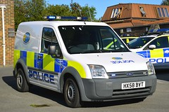 HX58 BVT (S11 AUN) Tags: hampshire constabulary police ford transit connect bikesafe rpu roads policing support unit traffic car canteen welfare van psu pov public order vehicle riot npt neighbourhoodpatrolteam cctvunit irv incident response station cell cage cctv 999 emergency hx58bvt