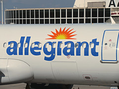 Allegiant A320-214 N273NV (kenjet) Tags: g4 allegiant allegiantair mccarran vegas las lasvegas lasvegasmccarraninternationalairport gate airport terminal flugzeug plane jet airline airliner airbus 320 a320 a320214 n273nv eidsd alitalia airone