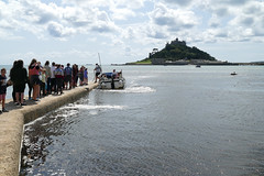 D22257.  Ferry Queue. (Ron Fisher) Tags: stmichaelsmount marazion cornwall westcountry westofengland england europe europa gb greatbritain uk unitedkingdom island sea seaside coast water wasser panasonic panasoniclumixfz1000 fz1000 sky clouds