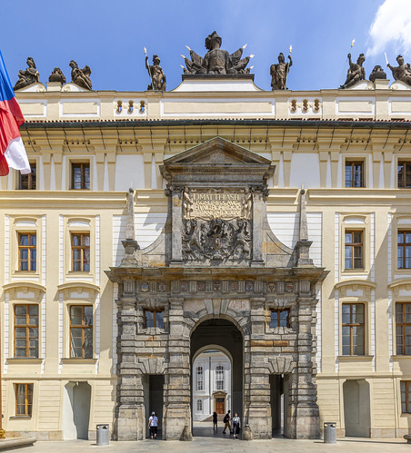 Puerta del Palacio de Praga