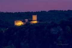 Der Himmel brennt über der Burg v Kallmünz (khmuggenthaler) Tags: kallmünz naab oberpfalz bayern landkreisregensburg burg burgruine castle langzeitbelichtung d7100 nikon afs70200mm bavaria blauestunde castleruin