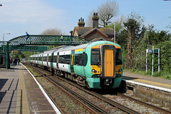 377138 Falmer (CD Sansome) Tags: falmer station brighton east coastway line southern rail tsgn gtr govia thameslink railway electrostar 377 377138