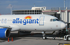 Allegiant A320-214 N273NV (kenjet) Tags: g4 allegiant allegiantair mccarran vegas las lasvegas lasvegasmccarraninternationalairport gate airport terminal flugzeug plane jet airline airliner airbus 320 a320 a320214 n273nv eidsd alitalia airone a7