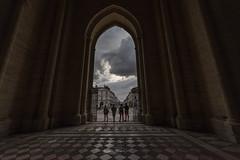 La porte (Jacques Isner) Tags: cathédrale cathédralesaintpierre orléans ciel cloud contrejour pentax pentaxart pentaxflickraward pentaxk1 samyang14mm samyang architecture architecturereligieuse jacquesisner