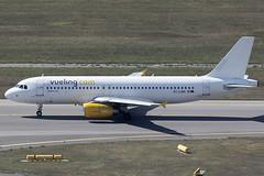 Vueling Airlines Airbus 320-214 EC-LQM (c/n 2223) (Manfred Saitz) Tags: vienna airport vie loww schwechat flughafen wien vueling airlines airbus 320 a320 eclqm ecreg