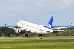 SAS Airlines a320-251N EI-SIF (SteveH1972) Tags: sasairlinesa320251neisif sasairlines a320251n a320 plane aviation outdoor outdoors outside manchesterairport airport canon70200 70200 canon700d 700d nonis manchester 2019 airplane manchesterringway ringway britain england uk blue green