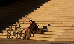 Cyclist resting in the Sun. (jo.misere) Tags: berlijn berlin germany duitsland funkturm fiets trappen zon sun bycicle tas bag geel yellow schaduw shadow