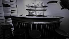 Au péril jaune (Un jour en France) Tags: noiretblanc noiretblancfrance canoneos6dmarkii canonef1635mmf28liiusm café bar estaminet monochrome black