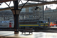 SNCB Class 21 electric loco No. 2143 at Brussels-Midi on 22 August 2019 (Trains and trams eveywhere) Tags: acec bn sncb belgium benelux railways trains brussels class 21 locomotive electric station doubledecker bruxelles bruxellescentral brusselcentraal platform seat