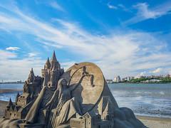Sand sculpture, Bali Left Bank Park (h329) Tags: bali balileftbankpark mzuiko12100mm newtaipeicity sky taiwan cloud m34 em5 omd 沙雕 台灣 新北市 八里 八里左岸公園