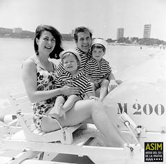 Edmund Hockridge i família (Arxiu del So i de la Imatge de Mallorca) Tags: mallorca majorca cantants cantantes singers calvià magaluf família family actores actors beaches playas platges