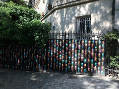 Friday Colours - A Fence in Montmartre (Pushapoze (MASA)) Tags: france paris montmartre cloture fence hff happyfencefriday balloons