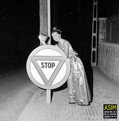 Rosemary Honey (Arxiu del So i de la Imatge de Mallorca) Tags: mallorca majorca dones mujeres women señalesdetráfico senyalsviàries trafficsignals