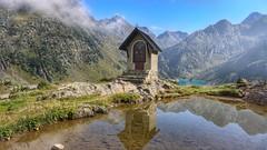 Solitudine (Luc1659) Tags: montagna lago cappella alpi verde azzurro riflesso spada roccia