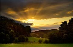 Sunset with Crepuscular Rays (Rita Eberle-Wessner) Tags: landschaft landscape odenwald sunset sonnenuntergang crepuscularrays krepuskularstrahlen strahlenbüschel lichtbüschel wolkenstrahlen wolken clouds wald forest wiese meadows haus house kreidach kreidacherhöhe abend evening magic