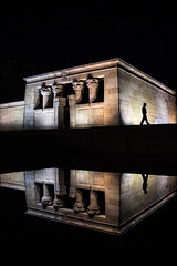 20170727 Night Watch (begoamare) Tags: debod madrid spain one silhouette mirror reflection night light city street spireflections elnegroesuncolor spicollective sublimestreet