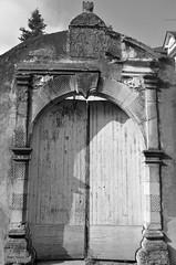 DSC_8863 (rogerfeugas) Tags: portail noiretblanc france béarn