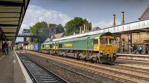 Freightliner 66562 & 66567 coming through Lincoln Central as 468R