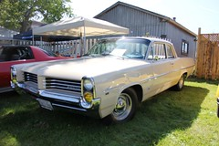 1964 Pontiac Laurentian (Gerald (Wayne) Prout) Tags: 1964pontiaclaurentian 1964 pontiac laurentian 2019thegreatcanadiankayakchallengecarshow2019 2019thegreatcanadiankayakchallenge participationpark mountjoytownship cityoftimmins northeasternontario northernontario ontario canada prout geraldwayneprout canon canoneos60d eos 60d digital dslr camera canonlensefs18135mmf3556is lens efs18135mmf3556is photographed photography vehicle automobile car carshow classic historical old antique vintage gm generalmotors great canadian kayak challenge 2019 participation park mountjoy township city timmins northeastern northern