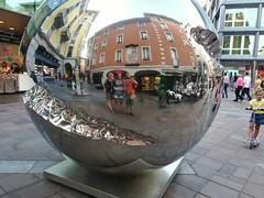 Distorsións familiars (JM Portos) Tags: suïssa escultura