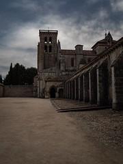 ...holganza real... (puesyomismo) Tags: abadia clausura convento iglesia nacional patrimonio huelgas reales nubes torre tormenta monasterio