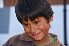 Portrait Bolivie _2170 (ichauvel) Tags: portrait garçon boy enfance childhood sourire smile pauvre extérieur outside portraitderue streetportrait tarabucco chuquisaca bolivie bolivien bolivia amériquedusud southamerica amériquelatine voyage travel poor