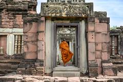 Prasat Hin Phimai ...Thaïlande album (geolis06) Tags: geolis06 asie asia thailande muangphimai nikon nikonz6 khmer phimai prasathinphimai bouddhisme bouddha buddhism religion pilgrim pélerin prière prayer statue moine monk temple buddha