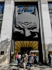 2019-09-04 - Mercredi - 247/365 - Batman - (The Who) (Robert - Photo du jour) Tags: 2019 septembre france magasin masque batman thewho galerieslafayette noir paris entrée porte