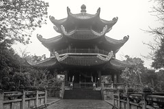 Templo B/N (rraass70) Tags: canon d700 monumentos retoques blancoynegro ninbinh deltadelriorojo vietnam