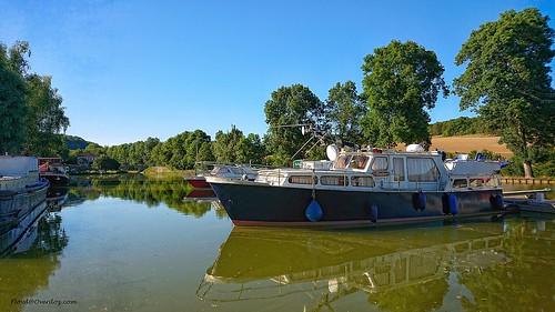 Canal de Bourgogne.