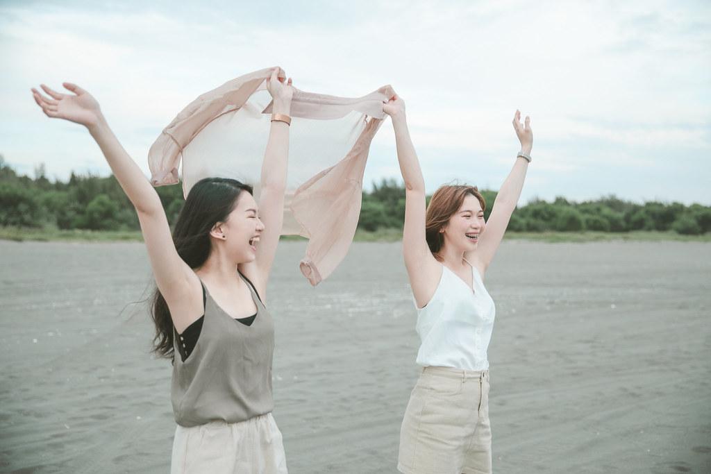 台南閨蜜寫真|找閨蜜們一起來安平海邊放肆的玩水吧|愛情街角