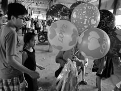 Vente de ballons, marché de Kien Svay, Cambodge, août 2019. Selling balloons, Kien Svay market, Cambodia, August 2019. (vdareau) Tags: photographienoiretblanc blackandwhitephotography photographiederue streetphotography balloons ballons market kiensvay cambodge cambodia asiedusudest asied'un southeastasia asie asia
