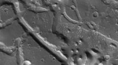 Martian Mesas (sjrankin) Tags: 7september2019 edited nasa mars mro marsreconnaissanceorbiter grayscale esp0180111990 mesas sanddunes valleys